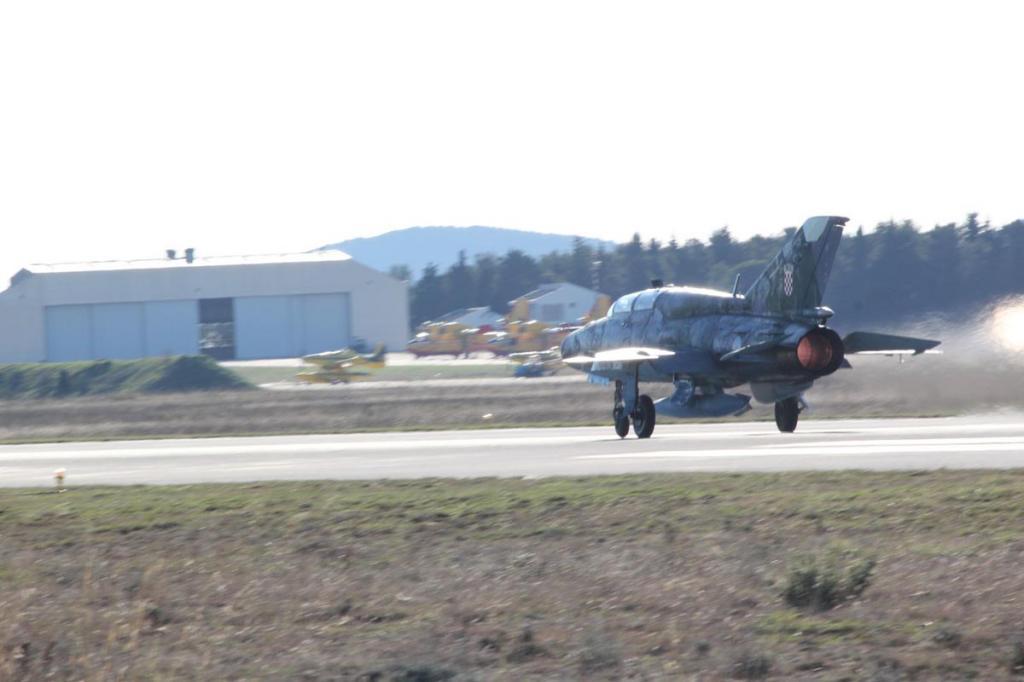 Borbeni piloti završili obučne letove na avionima MiG-21