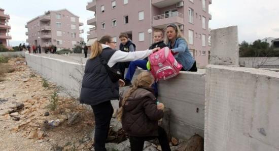 Milinković mora ukloniti sve zapreke koje priječe prolaz stanarima!