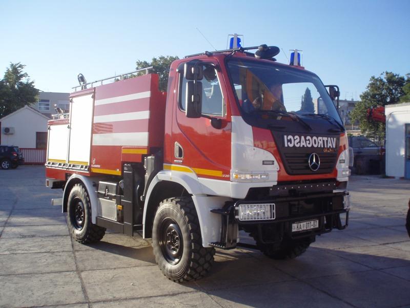 Dvoje Splićana kod Zadra vatrogasci izvlačili iz smrskanog automobila