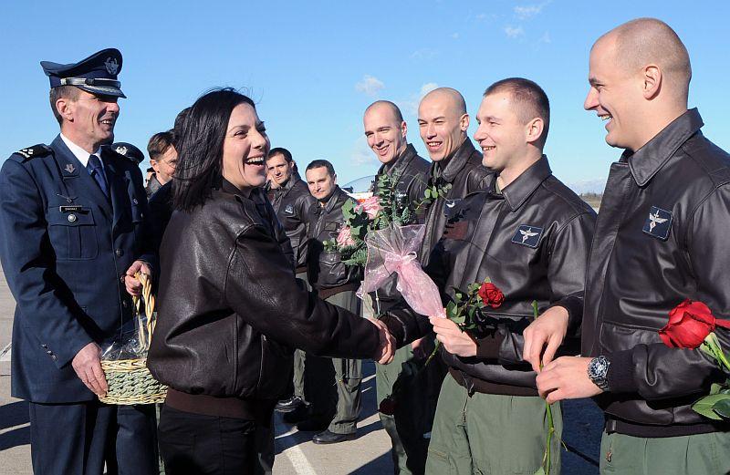 Kuma Danijela bodrila pilote u prvom samostalnom letu
