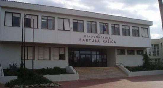 Majka Napala Nastavnicu Ispred Zadarske Osnovne Skole Bartol Kasic