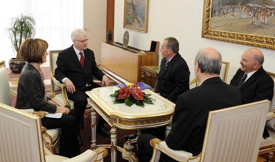 Predsjedniku Josipoviću počasna iskaznica Zaklade Delmata