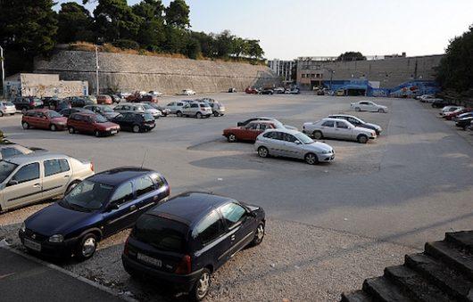zadar, 14.09.2009. - ravnice - parkiraliste - počela naplata parkiralista