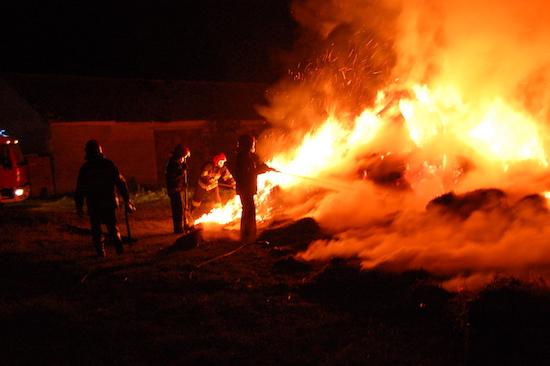 POŽARI POGODOVANI BUROM Tri požara sa ukupno 4 protupožarna aviona