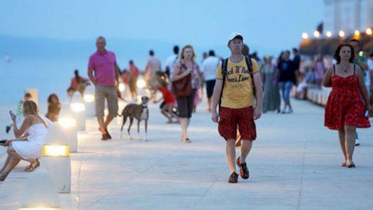 zadar-turisti-8250ed43b536cecc4f2264a046195c6b_view_article