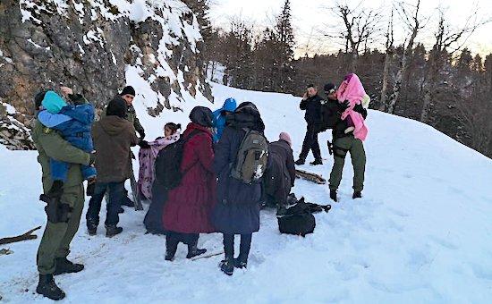 Hrvatska policija na Plješevici spasila ilegalne migrante