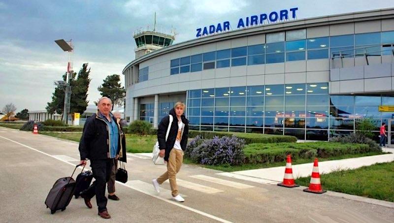 Avion sa 143 putnika iznenada sletio u Zadar umjesto u Split