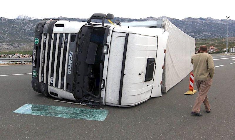 """""""Ministre Butkoviću, bura je u okolici Zadra prevrnula 7 kamiona, a vi nemate ni jedan kamion koji ima nosivost veću od 3 tone!"""""""